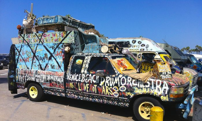 A truck that's been converted into a home is parked at the beach in Venice, Calif. on Aug. 14. (Sarah Le/Epoch Times)