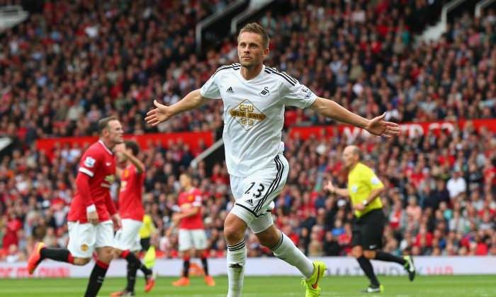 Gylfi Sigurdsson of Swansea City celebrates scoring the game-winning goal agaubst Manchester United at Old Trafford on August 16, 2014 in Manchester, England. (Alex Livesey/Getty Images)