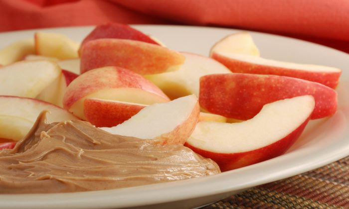 Nut butter with apples (Shutterstock)