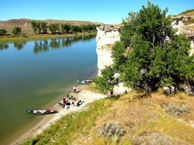 Lunch by the canoes on the Missouri River. (Laurie Gough, Go Nomad)
