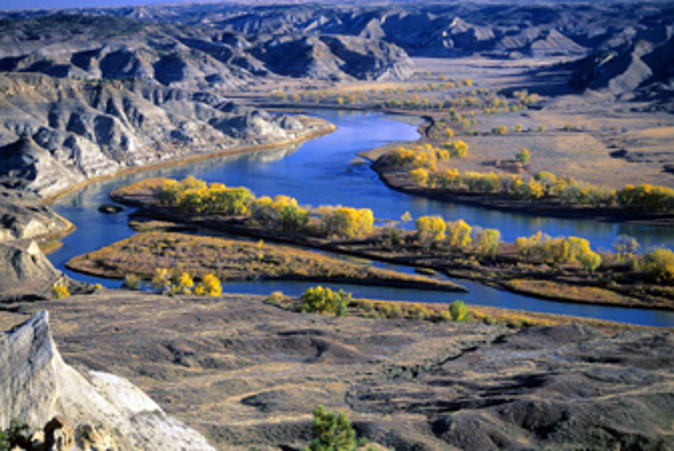 The pretty Missouri river (Laurie Gough, Go Nomad)