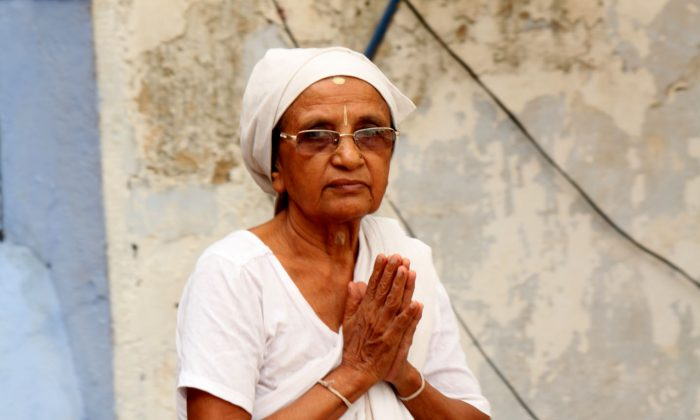 An older widow outside a temple in Varanasi on Aug 4., 2014. Old widows come to India's various religious cities because there is no other social or institutional support for them. (Venus Upadhayaya/Epoch Times Staff)