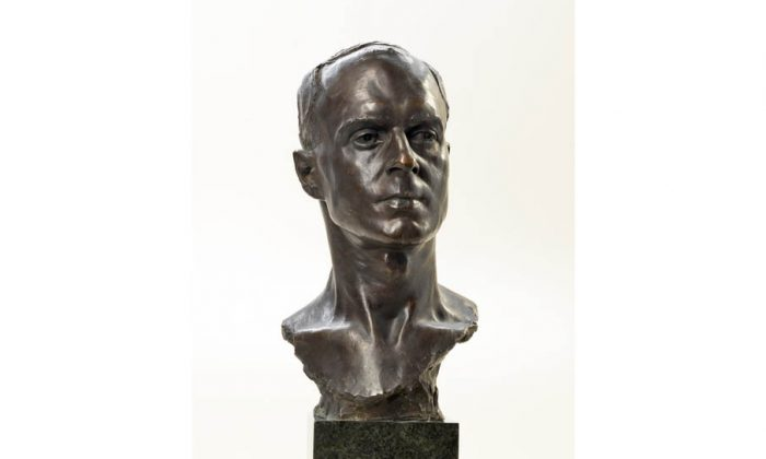 "Titled ""Captain Herbert D'Olier Kingstone, M.C.,"" British sculptor Francis Derwent Wood created this bust of Canadian WWI veteran Captain Herbert Kingstone. In 1916, at the Battle of Courcelette, France, a shell shattered Kingstone's legs and destroyed one of his hands. He subsequently received the Military Cross. (Beaverbrook Collection of War Art)"