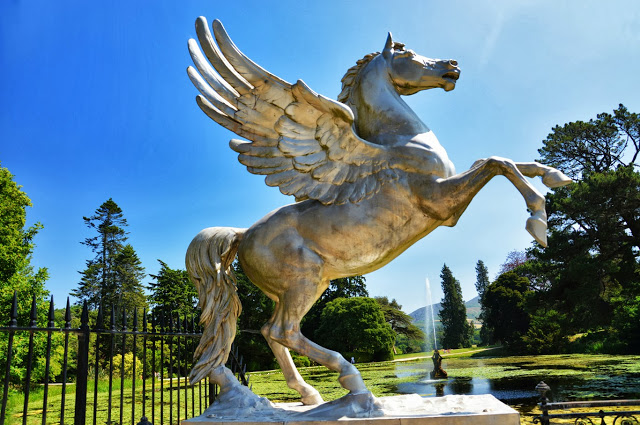 The sculpture of a horse at the Triton Lake (Adventurous Travels)