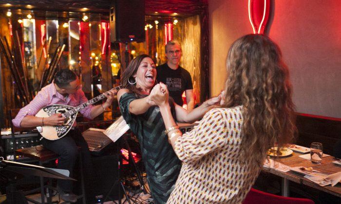 The Panagia celebration at the Ovelia restaurant in Astoria, New York, August 15, 2014. (Samira Bouaou/Epoch Times)