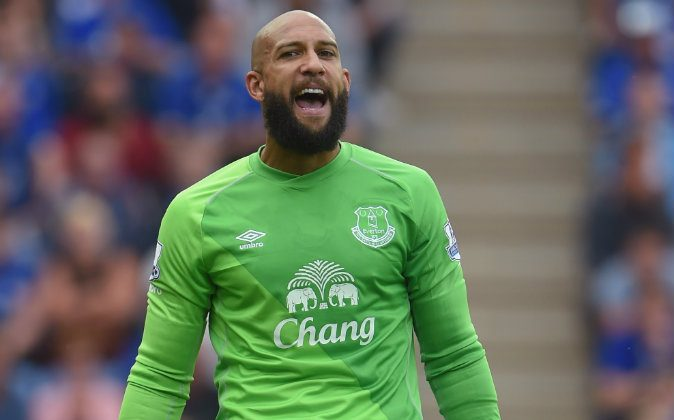 Tim Howard of Everton in action during the Premier League match between Leicester City and Everton at The King Power Stadium on August 16, 2014 in Leicester, England. (Photo by Michael Regan/Getty Images)