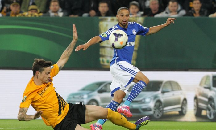 Dennis Erdmann of Dresden challenges Sidney Sam of Schalke 04 during the DFB Cup between SG Dynamo Dresden and FC Schalke 04 at Gluecksgas-Stadion on August 18, 2014 in Dresden, Germany. (Photo by Karina Hessland/Bongarts/Getty Images)