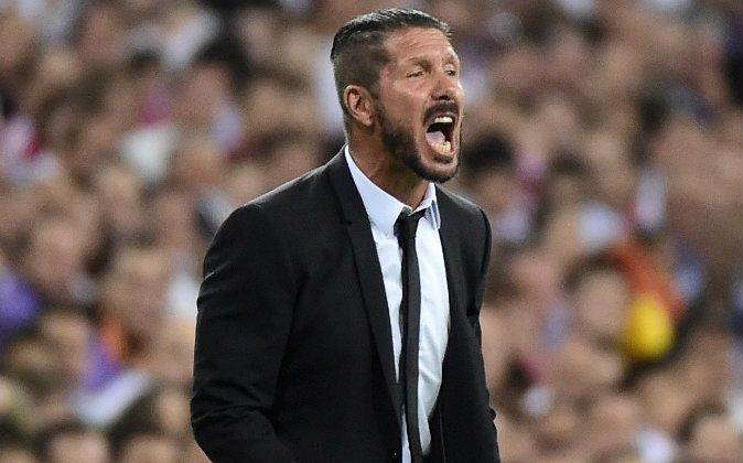 Atletico Madrid's Argentinian coach Diego Simeone reacts during the Spanish Supercup first-leg football match Real Madrid CF vs Club Atletico de Madrid at the Santiago Bernabeu stadium in Madrid on August 19, 2014. (GERARD JULIEN/AFP/Getty Images)
