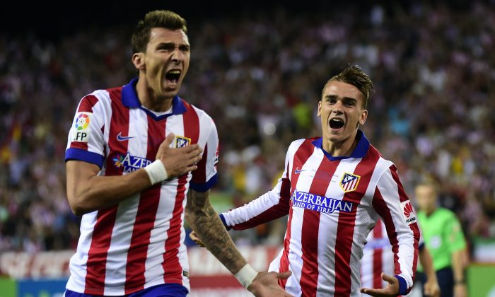 Atletico Madrid's Croatian forward Mario Mandzukic (L) celebrates after scoring next to Atletico Madrid's French midfielder Antoine Griezmann during the Spanish Supercopa second-leg football match Atletico de Madrid vs Real Madrid CF at the Vicente Calderon Stadium in Madrid on August 22, 2014. (GERARD JULIEN/AFP/Getty Images)
