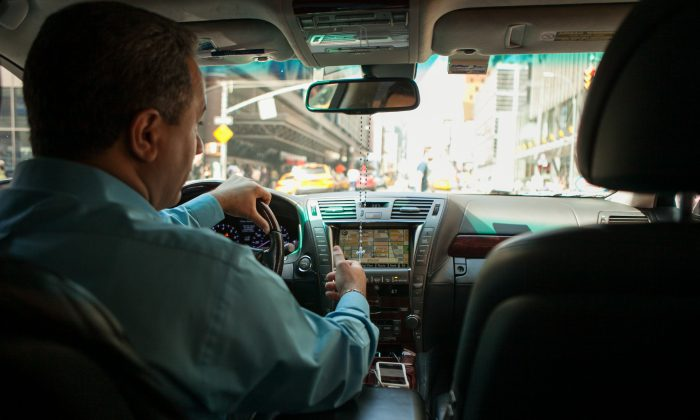 An Uber driver takes a passenger on a ride up Seventh Avenue in Manhattan on June 8, 2014. (Benjamin Chasteen/Epoch Times)