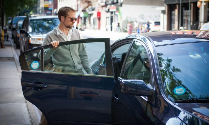 Architect James Smith gets into a Lyft taxi that was E-hailed in Manhattan, New York City, on Aug. 18, 2014. (Benjamin Chasteen/Epoch Times)