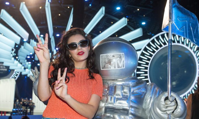 Charli XCX poses with a MTV Moonman statue at the 2014 MTV Video Music Awards Press Preview Day at the Forum on Thursday, Aug. 21, 2014, in Inglewood, Calif. (Photo by Paul A. Hebert/Invision/AP)