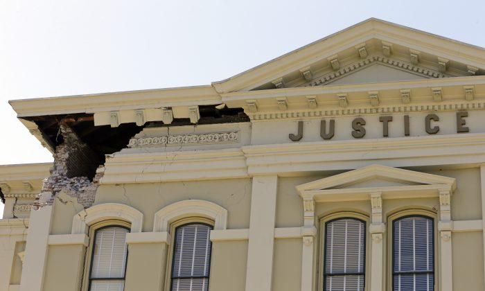 Drudge Report: An upper corner of the Napa County Courthouse displays structural damage after an earthquake on Sunday, Aug. 24, 2014, in Napa, Calif. Officials say an earthquake with a preliminary magnitude of 6.0 has been reported in California's northern San Francisco Bay area. (AP Photo/Ben Margot)
