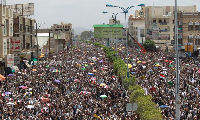 Supporters of Shiite Zaidi rebels gather during a demonstration organized by the Shiite movement to demand the government to resign on August 22, 2014, in the capital Sanaa. The Zaidi Shiites, a minority in mainly Sunni Yemen, form the majority in the northern highlands, including the Sanaa region and strongly oppose the government's plans for a six-region federation, demanding a single region for the northern highlands and a greater share of power in the federal government. (Mohamed Huwais/AFP/Getty Images)