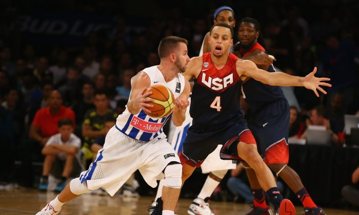Stephen Curry #4 of the USA defends against Jose Barea #5 of Puerto Rico during their game at Madison Square Garden on August 22, 2014 in New York City. (Al Bello/Getty Images)