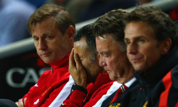 Assistant manager Ryan Giggs looks dejected with manager Louis van Gaal of Manchester United during the Capital One Cup Second Round match between MK Dons and Manchester United at Stadium mk on August 26, 2014 in Milton Keynes, England. (Photo by Clive Mason/Getty Images)