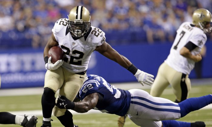 New Orleans Saints running back Mark Ingram, left, breaks the tackle of Indianapolis Colts inside linebacker D'Qwell Jackson during the first half of an NFL preseason football game in Indianapolis, Saturday, Aug. 23, 2014. (AP Photo/AJ Mast)