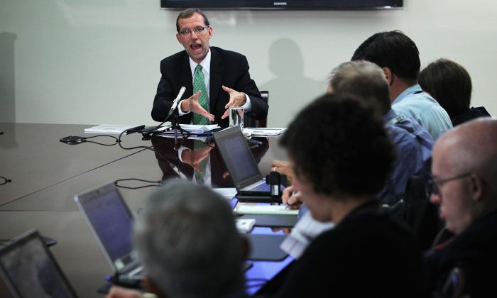 Congressional Budget Office Director Douglas Elmendorf speaks as he briefs members of the media August 27, 2014 in Washington, DC. Elmendorf held the briefing to release 'An Update to the Budget and Economic Outlook:2014-2024.' (Photo by Alex Wong/Getty Images)
