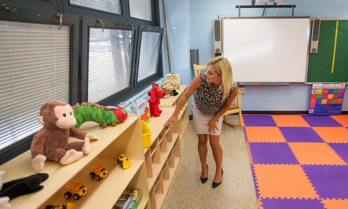 Kathleen Mooney, a prekindergarten teacher, in a prekindergarten classroom at P.S. 307 Daniel Hale Williams in Vinegar Hill, Brooklyn, New York, on Aug. 28, 2014. (Petr Svab/Epoch Times)