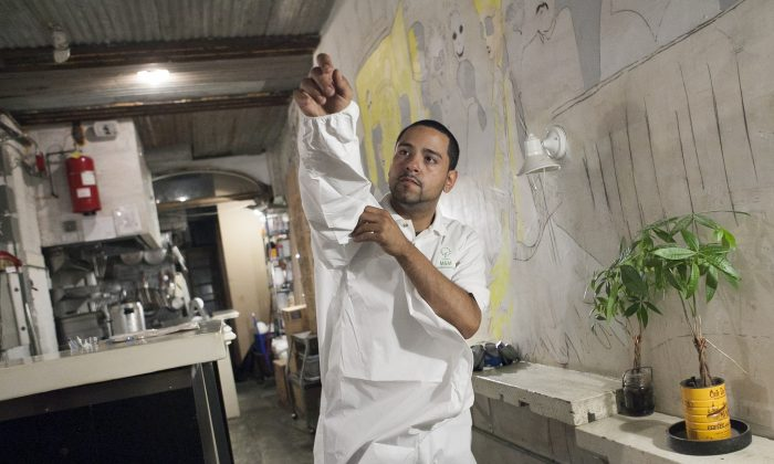 Exterminator Manuel Medina from M&M Pest Control in Chinatown prepares to work at a restaurant in Manhattan, New York, Aug. 11, 2014. (Samira Bouaou/Epoch Times)