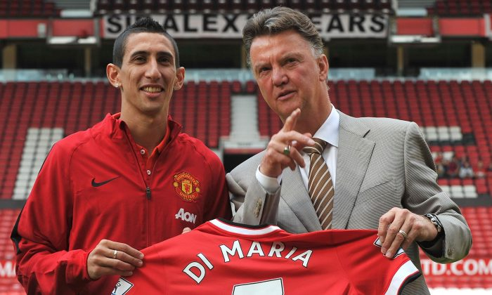 Manchester United's Dutch manager Louis van Gaal (R) poses with Manchester United's newly-signed Argentinian midfielder Angel di Maria (L) during an official presentation on the pitch at Old Trafford in Manchester, north-west England on August 28, 2014. (Steve Parkin/AFP/Getty Images)