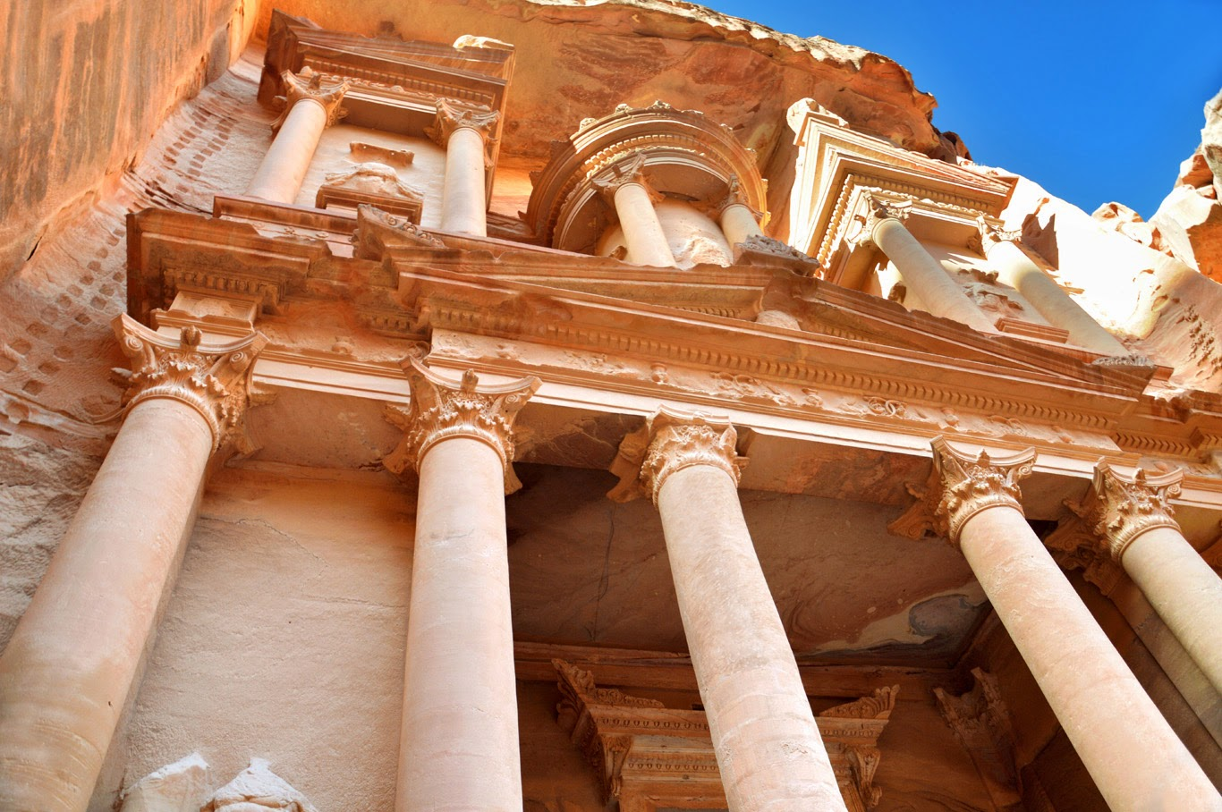The columns of The Treasury (Tomasz Lisowski, Adventurous Travels)