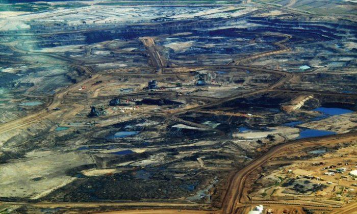 Alberta tar sands. Photo courtesy of Dru Oja Jay, Dominion.