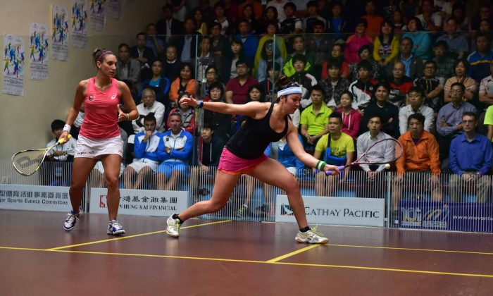 Amanda Soby of America (on strike) playing Camille Serme of France in the Quarter Final of the Hong Kong Squash Open at the Hong Kong Squash Centre on Friday Aug 29, 2014. (Bill Cox/Epoch Times)