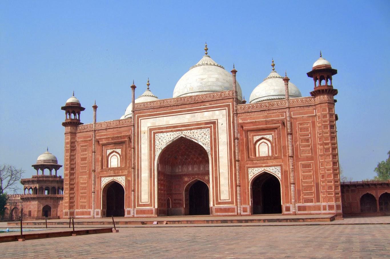 Taj Mahal - Royal complex (Tomasz Lisowski, Adventurous Travels)