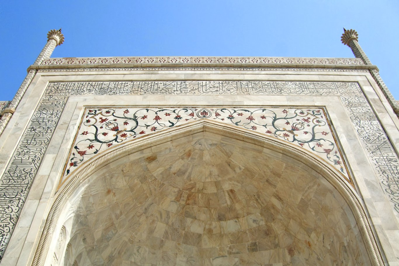 Taj Mahal - The mausoleum - incredible details (Tomasz Lisowski, Adventurous Travels)