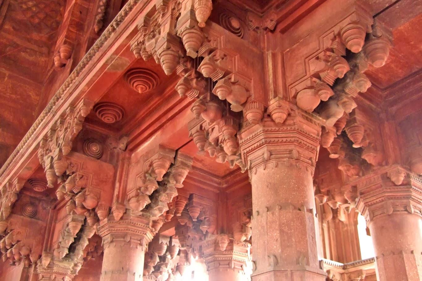 Ancient Temple in Mathura (Tomasz Lisowski, Adventurous Travels)
