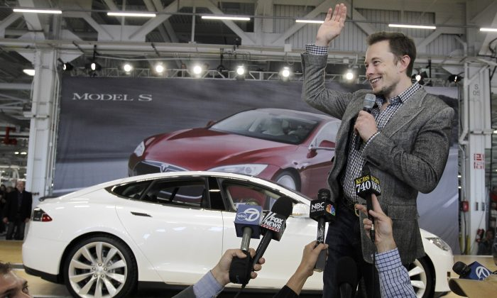 Tesla's Offer to Buy SolarCity Puzzles Wall Street
