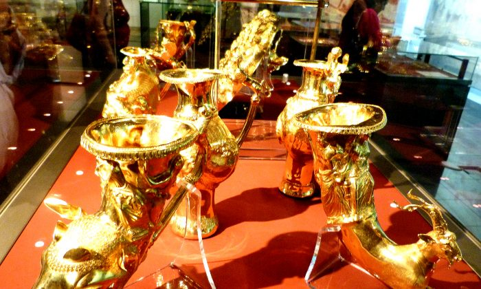 Thracian gold drinking cups, Sofia Archaeological Museum. (Manos Angelakis)