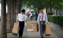 Almost Half of Chinese College Graduates Rely on Parents to Get By