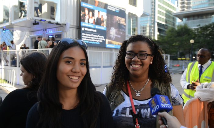 """Superfans Katrina Sison and Rebecca Jones waited four hours to see Channing Tatum when he arrived for the TIFF premiere of """"Foxcatcher"""" at the Roy Thomson Hall in Toronto on Monday, Sept. 8, 2014. (Matthew Little/Epoch Times)"""