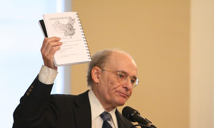 Human rights lawyer David Matas, coauthor of an investigation report on organ harvesting of Falun Gong practitioners in China, holds up a copy of the report during a hearing in Canada''s Parliament on May 29, 2007. (Epoch Times)