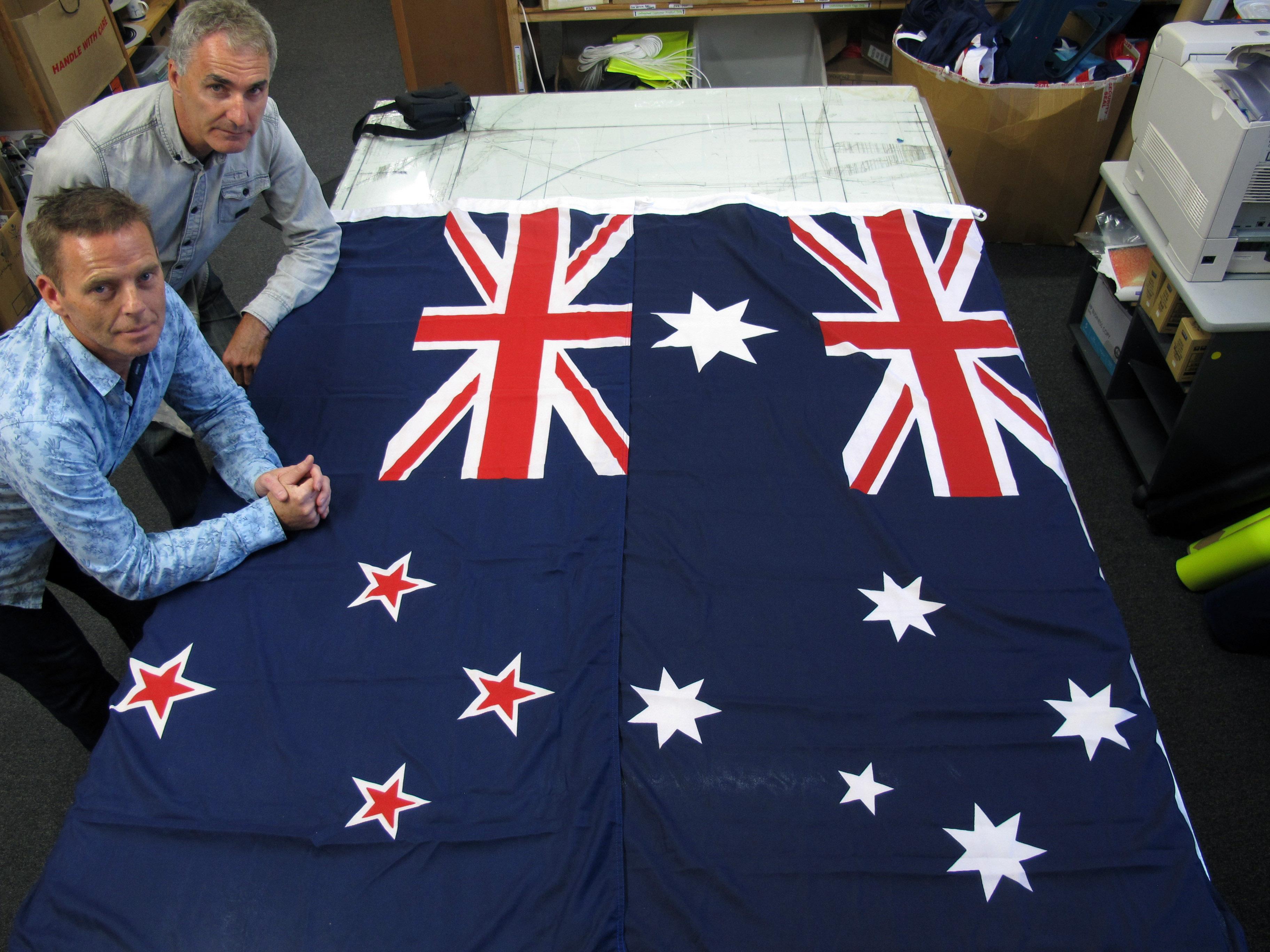 фото-сувениры, флаг сша и австралии фото тяжело убедить себя
