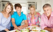 Teens Eat Better If Parents Are Home for Meals