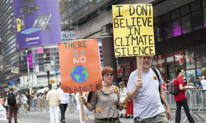 An estimate of more than 300,000 participated in the People's Climate March in New York on Sept. 21, 2014. (Samira Bouaou/Epoch Times)