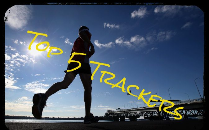 A lunch-time jogger takes advantage of the sunshine running along Curran Street towards the Auckland Harbour Bridge on June 3, 2014 in Auckland, New Zealand. ( Jason Oxenham/Getty Images; effects added by Epoch Times)