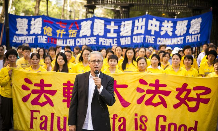 Alan Adler, executive director of Friends of Falun Gong, at a rally near the United Nations in New York on Sept. 27, 2014, calling for the end to the persecution in China. (Edward Dai/Epoch Times)