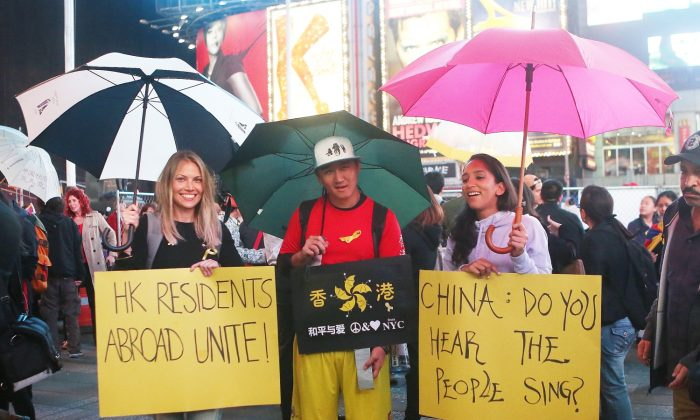 Supporters of Hong Kong's democracy protests gather in Times Square, New York City, on Oct. 1, 2014. The rally was part of a global effort to express solidarity for Hong Kong protestors who have called for universal suffrage by occupying the city's main thoroughfares. (Gary Du/Epoch Times)