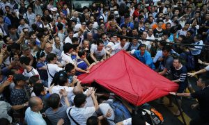 Pro-Beijing Thugs Beat Students in Hong Kong Streets