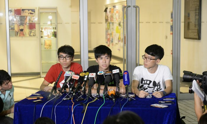 Representatives from the Hong Kong Federation of Students hosted a press conference after a second meeting with government officials preparing for talks to discuss student demands. Student leader Lester Shum said student protesters would not pull out of any of the three protest sites, Mong Kok, Causeway Bay, and Admiralty. (Sung Cheung-lung/Epoch Times)