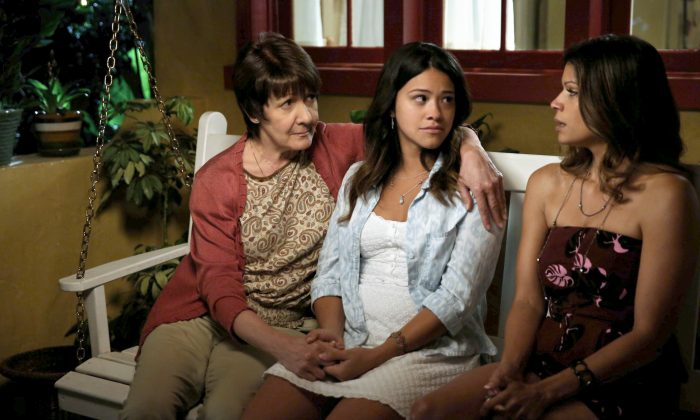 """In this image released by The CW, Ivonne Coll, from left, Gina Rodriguez and Andrea Navedo appear in a scene from """"Jane The Virgin."""" (AP Photo/The CW, Tyler Golden)"""