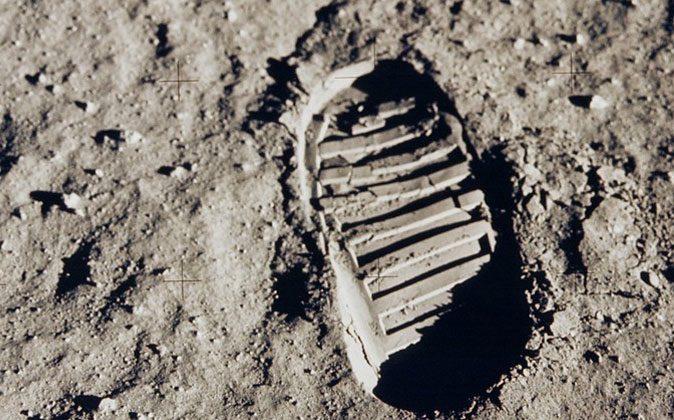 First foot. (NASA)