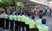 Hong Kong Umbrella Movement/Occupy Central Live Stream and Blog: Police Clearing Barricades at Admiralty