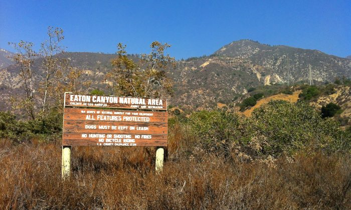 A sign at the entrance of Eaton Canyon Park on Oct. 13 in Pasadena, Calif. (Sarah Le/Epoch Times)