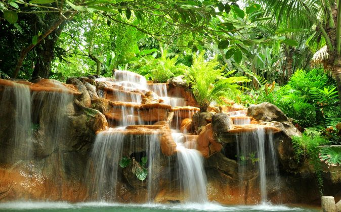 Costa Rica hot springs (Shutterstock*)