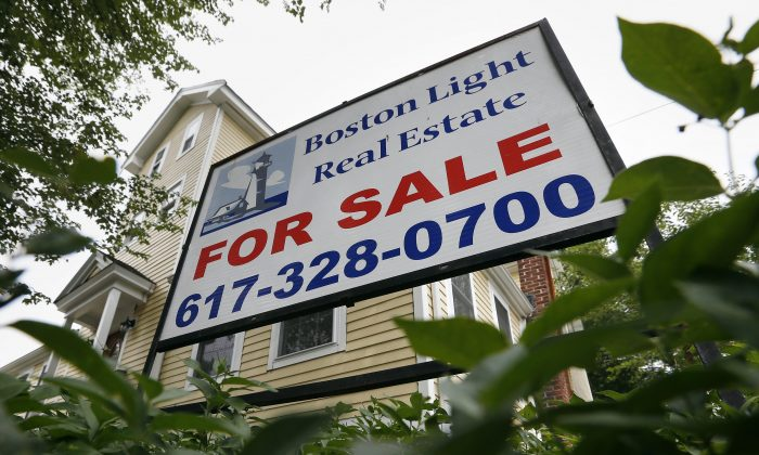 A home for sale in Quincy, Mass., on July 10, 2014. Freddie Mac reports on average US mortgage rates for the week on Thursday, Oct. 16, 2014. (AP Photo/Michael Dwyer)